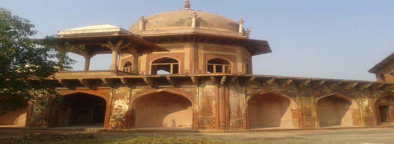 Visit transgender Mughal officer's tomb on Agra tour